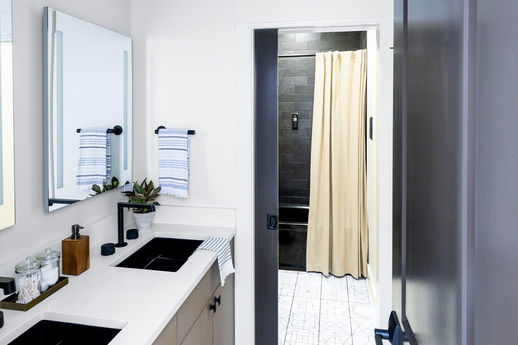 Black And White Bathroom Tmb