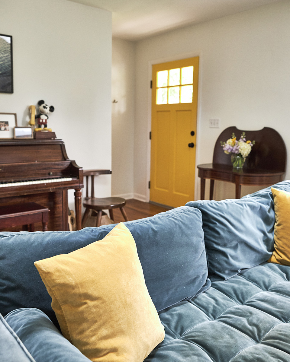 Color-pops-living-room-feat.jpg#asset:4152