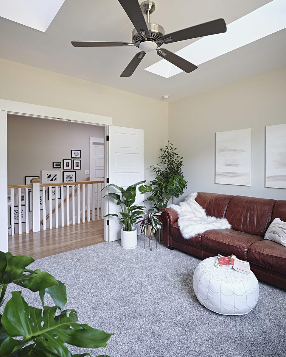 Stairwell-view_bonus-room_feat.jpg#asset:4347