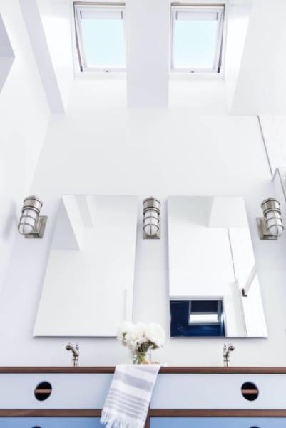 Uo2020 main bathroom mirrors vanity 77 A0936 v 1