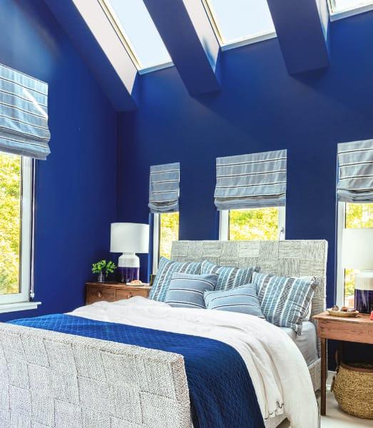 Uo2020 main bedroom bed skylights angle 77 A1354 v 1